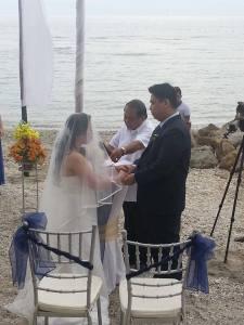 Singapore-based couple Ash Castaneda and Kat Abrigo-Castaneda Civil Beach Wedding this February